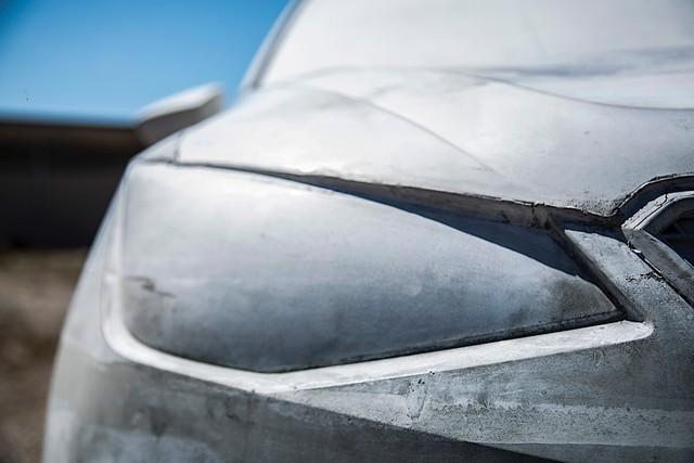Bất ngờ với chiếc SUV được chế tạo vô cùng kỳ công: 15 tấn xi măng, một năm trời ròng rã - Ảnh 2.