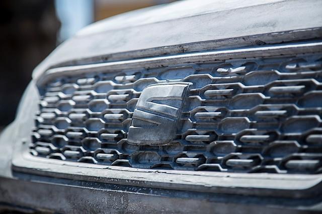 Bất ngờ với chiếc SUV được chế tạo vô cùng kỳ công: 15 tấn xi măng, một năm trời ròng rã - Ảnh 1.