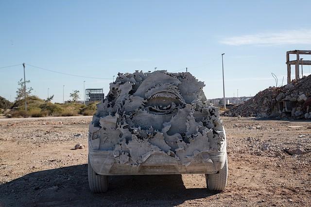 Bất ngờ với chiếc SUV được chế tạo vô cùng kỳ công: 15 tấn xi măng, một năm trời ròng rã - Ảnh 5.
