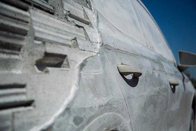Bất ngờ với chiếc SUV được chế tạo vô cùng kỳ công: 15 tấn xi măng, một năm trời ròng rã - Ảnh 4.