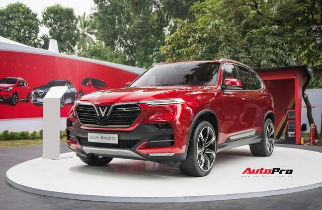 VinFast mạnh tay tặng tiền mặt cao nhất 240 triệu đồng cho khách hàng từng mua xe Lux và Fadil - Ảnh 2.