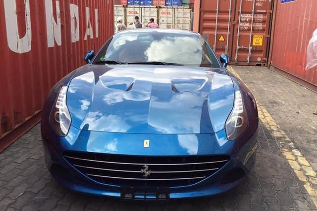 Siêu xe Ferrari California T hàng hiếm cùng Porsche Cayman của ông chủ cà phê Trung Nguyên bất ngờ được đưa đến Hà Nội - Ảnh 1.