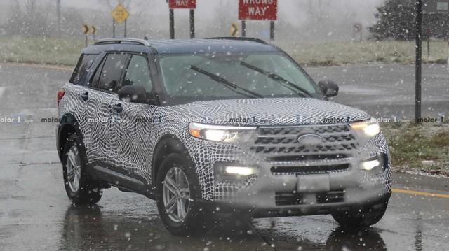 Ford Explorer 2020 tiếp tục lộ diện rõ ràng hơn