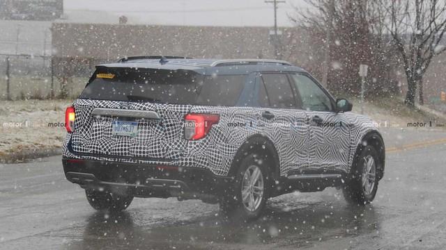 Thêm ảnh Ford Explorer 2020 chạy thử tại Mỹ - Ảnh 4.