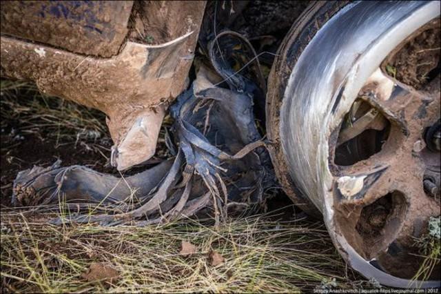 Góc fan Toyota tự hào: Land Cruiser mất bánh nhưng vẫn chạy đua địa hình suốt 70 km - Ảnh 3.