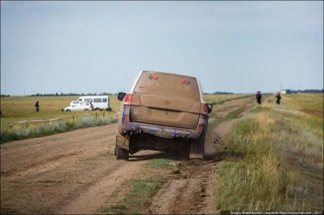 Góc fan Toyota tự hào: Land Cruiser mất bánh nhưng vẫn chạy đua địa hình suốt 70 km - Ảnh 5.