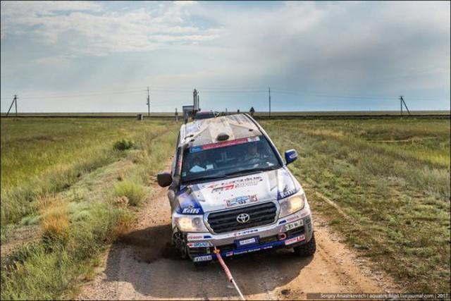 Góc fan Toyota tự hào: Land Cruiser mất bánh nhưng vẫn chạy đua địa hình suốt 70 km - Ảnh 6.