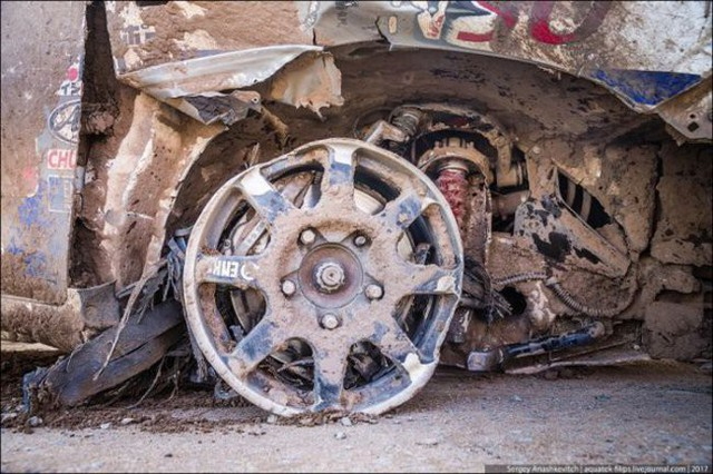 Góc fan Toyota tự hào: Land Cruiser mất bánh nhưng vẫn chạy đua địa hình suốt 70 km - Ảnh 9.
