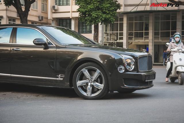 Chạm mặt Bentley Mulsanne bản hiếm, màu độc của đại gia Hà thành - Ảnh 6.
