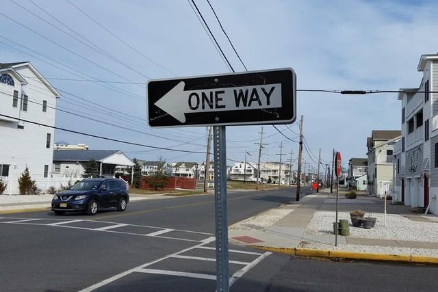 10 bộ luật giao thông thật mà như đùa trên thế giới - Ảnh 7.