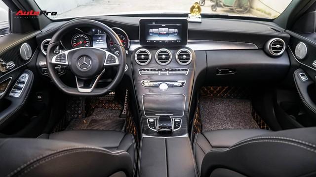 Mercedes-Benz C-Class - Cái tên nổi bật nhất thị trường xe sang cũ Việt Nam - Ảnh 7.