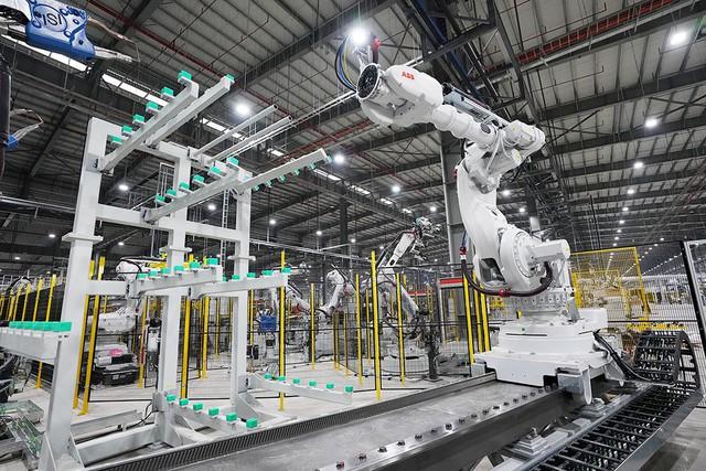 VinFast sản xuất sedan và SUV Lux từ tháng 3 năm sau với 1.200 robot - Ảnh 10.