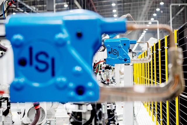 VinFast sản xuất sedan và SUV Lux từ tháng 3 năm sau với 1.200 robot - Ảnh 11.