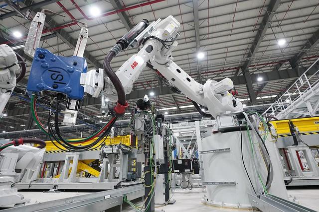 VinFast sản xuất sedan và SUV Lux từ tháng 3 năm sau với 1.200 robot - Ảnh 12.