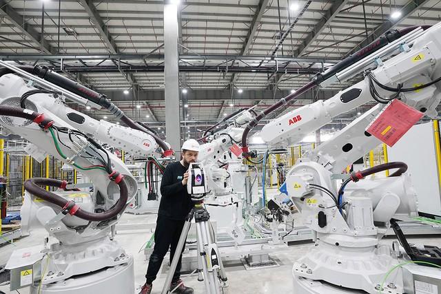 VinFast sản xuất sedan và SUV Lux từ tháng 3 năm sau với 1.200 robot - Ảnh 2.