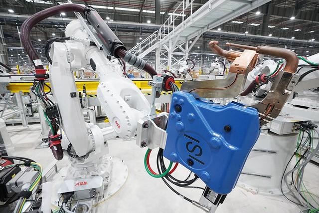 VinFast sản xuất sedan và SUV Lux từ tháng 3 năm sau với 1.200 robot - Ảnh 3.