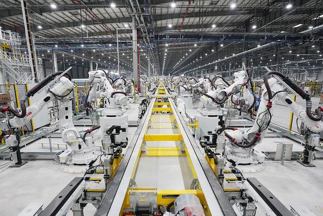 VinFast sản xuất sedan và SUV Lux từ tháng 3 năm sau với 1.200 robot - Ảnh 4.