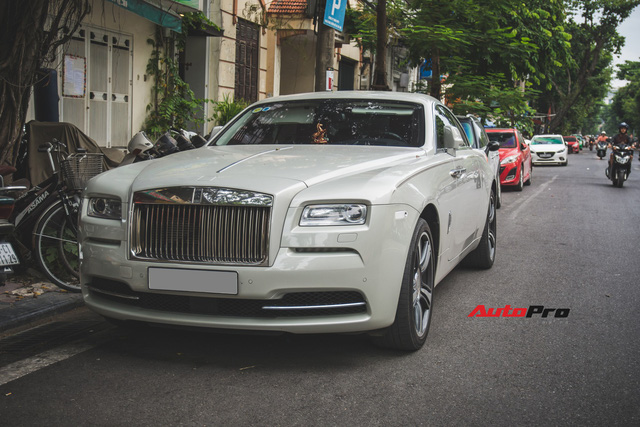 Đại gia Hà Thành phối màu lạ lẫm cho chiếc Rolls-Royce Wraith  - Ảnh 3.