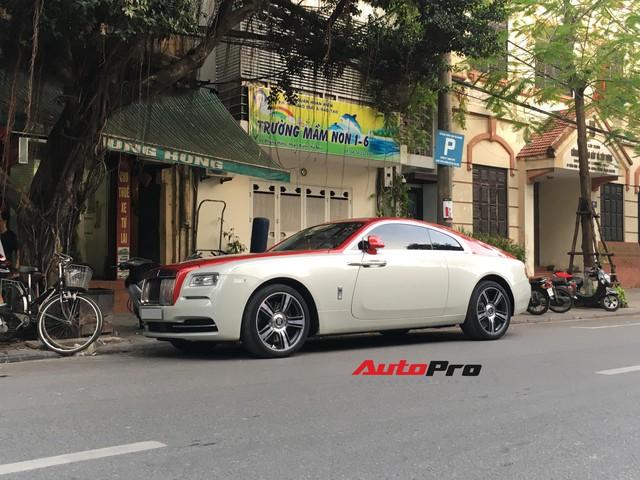 Đại gia Hà Thành phối màu lạ lẫm cho chiếc Rolls-Royce Wraith  - Ảnh 1.