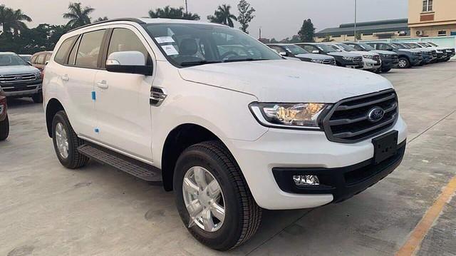 Ford Everest tiêu chuẩn giá 999 triệu đồng đã về Việt Nam: Nhiều công nghệ hơn trước, giao từ nửa sau tháng 12