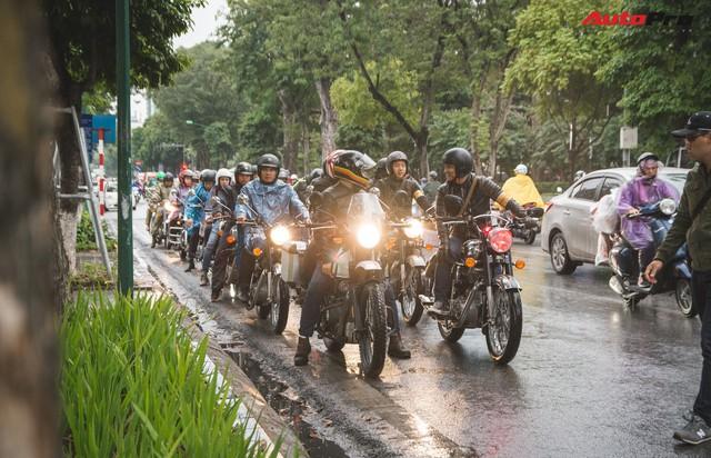 Bất chấp mưa rét, hàng chục biker diễu hành khuấy động Hà Nội dịp cuối tuần - Ảnh 6.