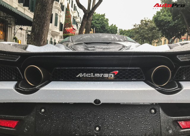 McLaren 720S đầu tiên tại Việt Nam lăn bánh trên đường phố Hà Nội - Ảnh 12.