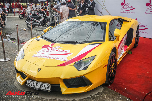 Chủ nhân Lamborghini Aventador S duy nhất Việt Nam khoe dàn xe khủng ngày Việt Nam vô địch AFF Cup - Ảnh 1.