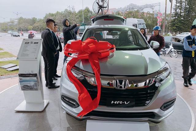 Nhiều xe mới nhưng... ít lựa chọn - Oái oăm mua xe chơi Tết của khách Việt - Ảnh 2.