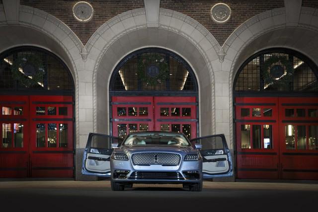 Lincoln Continental bản đặc biệt với cửa như Rolls-Royce - Ảnh 1.