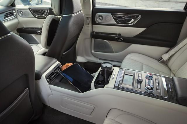 Lincoln Continental bản đặc biệt với cửa như Rolls-Royce - Ảnh 4.