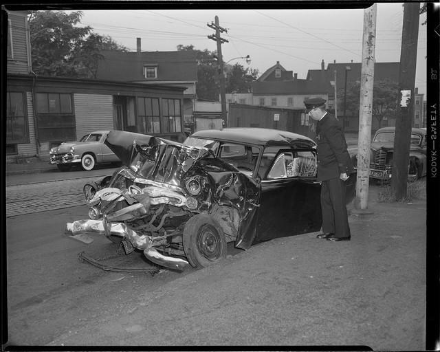 Bộ ảnh hiếm về tai nạn xe hơi ở thế kỷ trước - Ảnh 9.