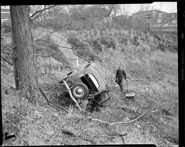 Bộ ảnh hiếm về tai nạn xe hơi ở thế kỷ trước - Ảnh 15.