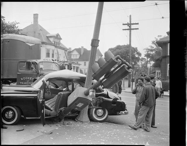 Bộ ảnh hiếm về tai nạn xe hơi ở thế kỷ trước - Ảnh 18.