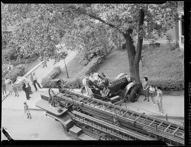 Bộ ảnh hiếm về tai nạn xe hơi ở thế kỷ trước - Ảnh 19.