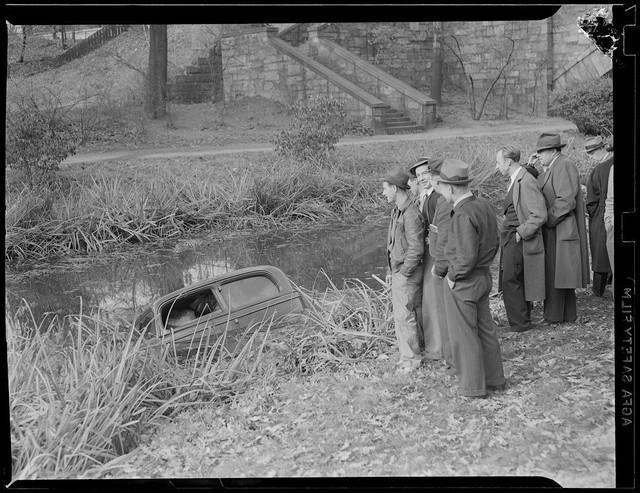 Bộ ảnh hiếm về tai nạn xe hơi ở thế kỷ trước - Ảnh 22.