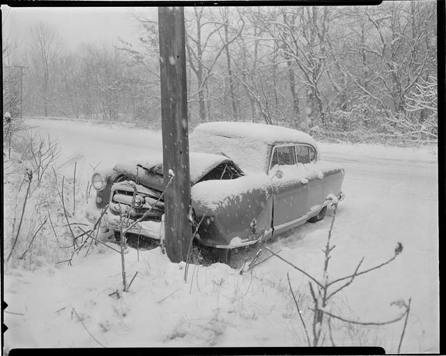 Bộ ảnh hiếm về tai nạn xe hơi ở thế kỷ trước - Ảnh 23.