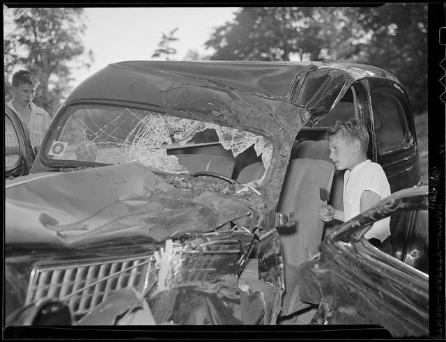 Bộ ảnh hiếm về tai nạn xe hơi ở thế kỷ trước - Ảnh 27.