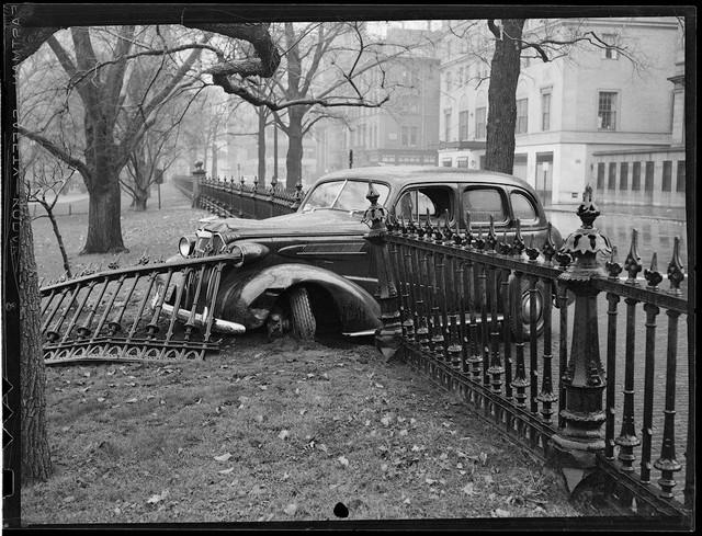Bộ ảnh hiếm về tai nạn xe hơi ở thế kỷ trước - Ảnh 28.