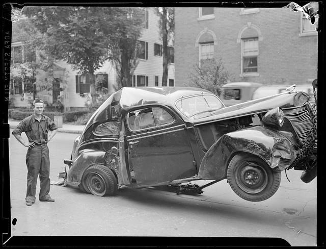 Bộ ảnh hiếm về tai nạn xe hơi ở thế kỷ trước - Ảnh 29.