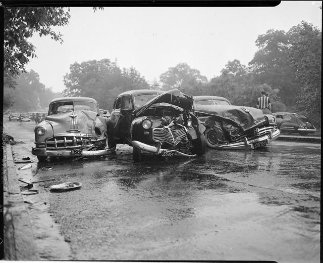 Bộ ảnh hiếm về tai nạn xe hơi ở thế kỷ trước - Ảnh 30.
