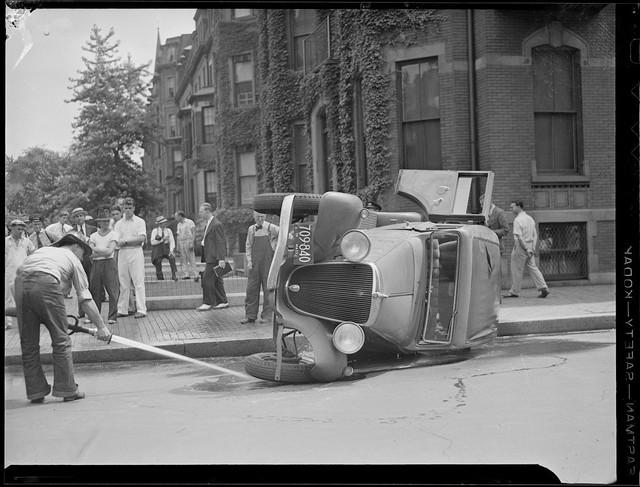 Bộ ảnh hiếm về tai nạn xe hơi ở thế kỷ trước - Ảnh 32.