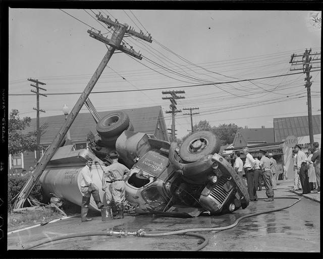Bộ ảnh hiếm về tai nạn xe hơi ở thế kỷ trước - Ảnh 5.