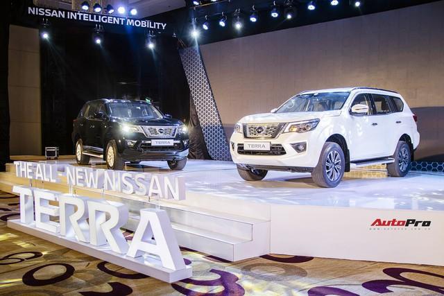 """Chênh gần 240 triệu đồng, Nissan Terra """"full option"""" hơn thua gì so với bản tiêu chuẩn? - Ảnh 1."""