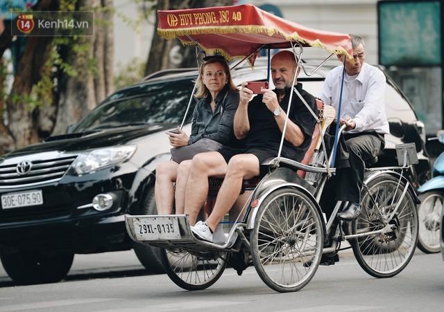 Dành 1 ngày vi vu Hà Nội: Chọn xích lô, ô tô điện hay buýt 2 tầng để tham quan Thủ đô? - Ảnh 2.