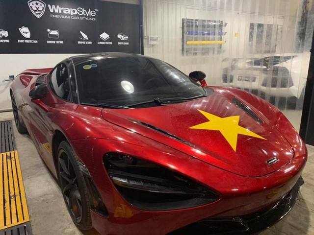 Siêu phẩm McLaren 720S đỏ được chủ nhân dán sao vàng để cổ vũ cho đội tuyển Việt Nam - Ảnh 2.