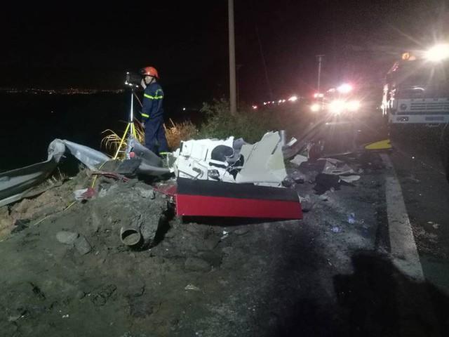[NÓNG] Va chạm trên đèo Hải Vân, xe bồn lao xuống vực cháy nổ, tài xế tử vong - Ảnh 8.