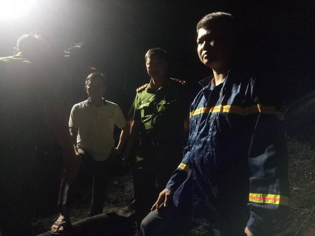 [NÓNG] Va chạm trên đèo Hải Vân, xe bồn lao xuống vực cháy nổ, tài xế tử vong - Ảnh 9.