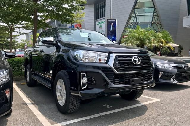 Cạnh tranh Ford Ranger, Toyota Hilux 2019 lần đầu giảm giá và thêm phiên bản mới tại Việt Nam - Ảnh 1.