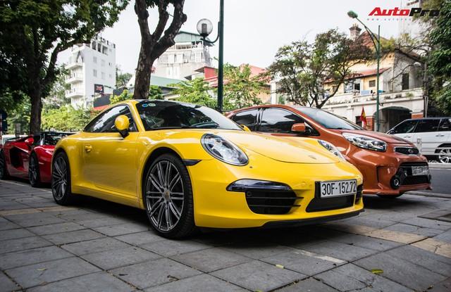 Porsche 911 Carrera sánh đôi đũa lệch với Kia Morning ngũ quý 7 khét tiếng của đại gia Hà Nội - Ảnh 1.