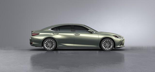 Ra mắt Lexus ES 250 giá 2,5 tỷ đồng đấu Mercedes-Benz E-Class tại Việt Nam - Ảnh 2.